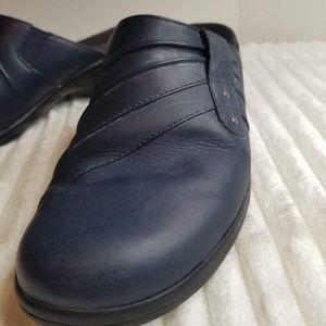 Clarks Navy Leather Mule/Clogs Sz 8 Rubber Heel